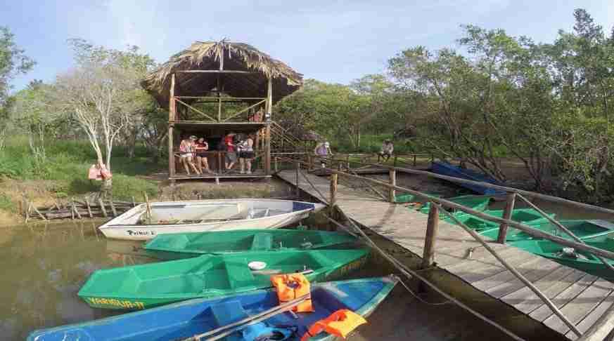 excursión a cuba, laguna de guanaroca botes.