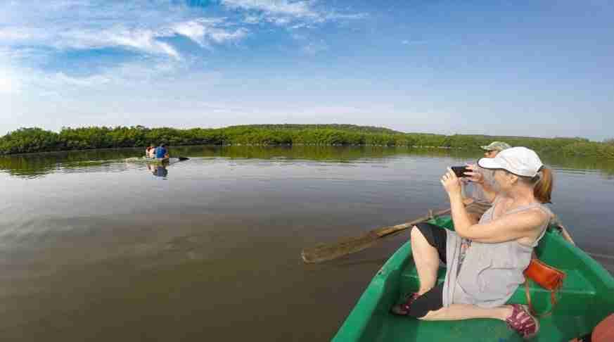 excursiones por cuba. excursión a cuba, laguna de guanaroca botes.
