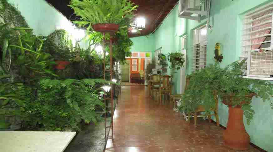 bed and breakfast casa verde bnb santa clara. casa particular verde cuba santa clara. guest house santa clara cuba hostel green house