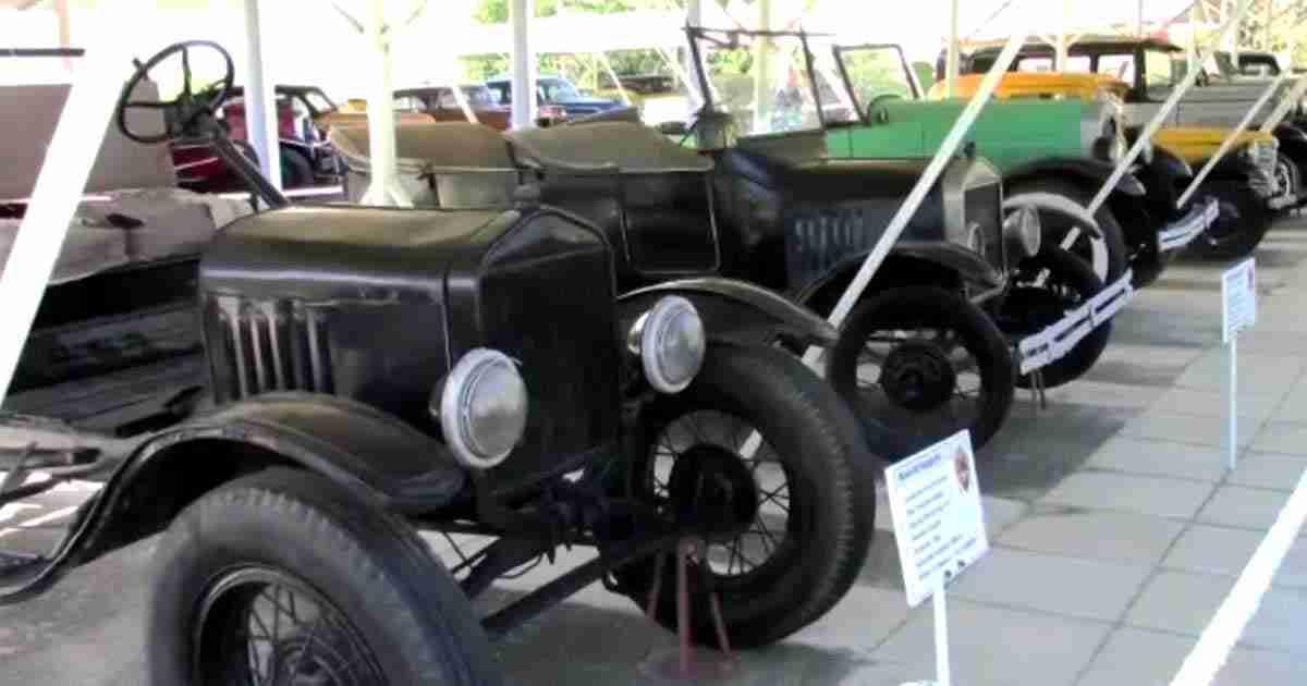 viaggio a santiago de cuba. Museo del automovile.