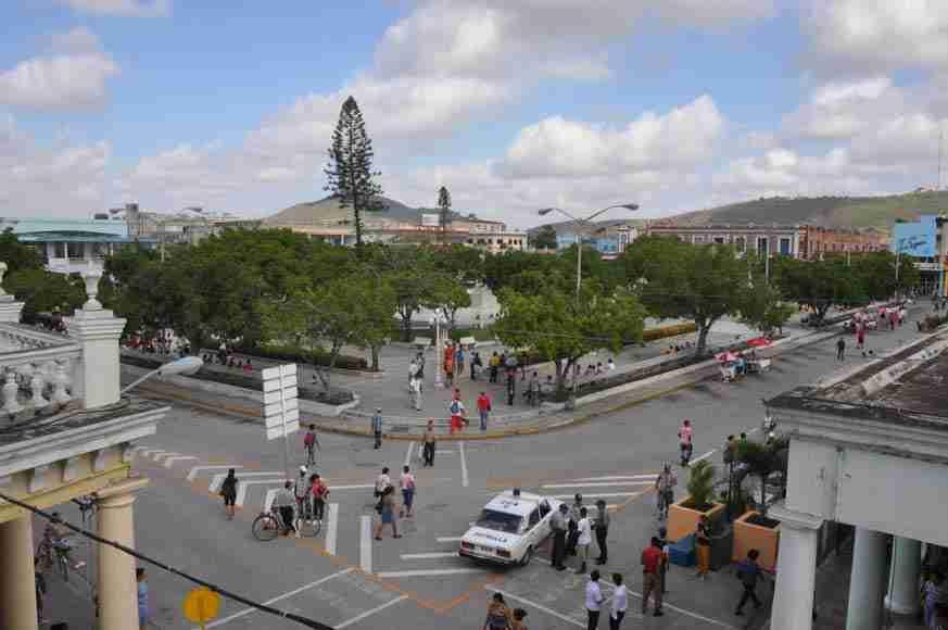 Trip to Holguín. Calixto García Park.